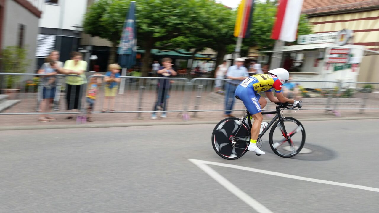 René Sachse with 54 Km/h (34 mph) at the finish line at the German championship in Einhausen (Hessia) Photo: Angie Haase